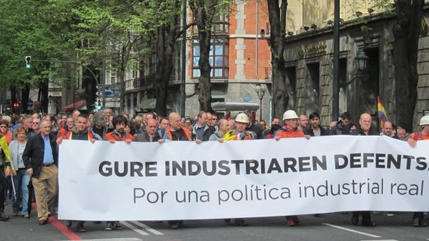 Manifestación conjunta de los principales sindicatos vascos reclamando una política industrial.