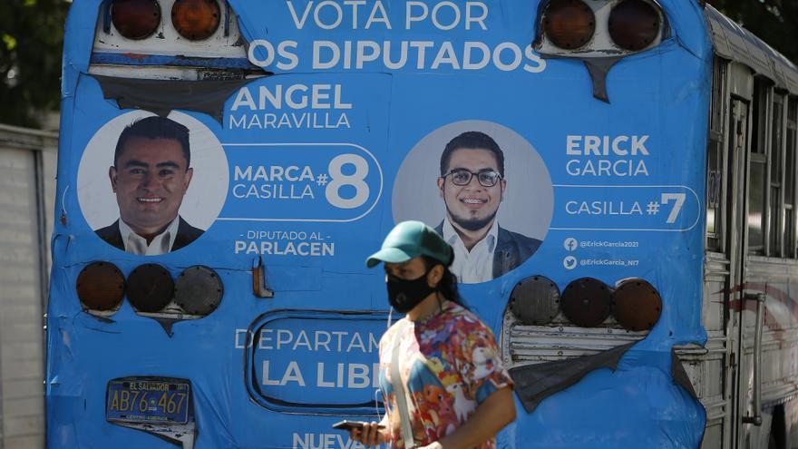 Retrasos en la apertura de centros de votación en los comicios en El Salvador