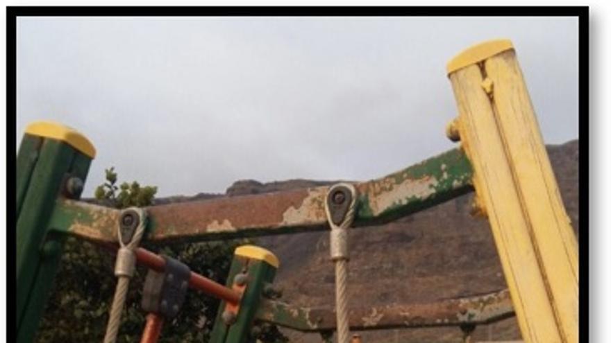 La Agrupación Local del PSOE en Los Llanos de Aridane critica  el abandono de los parques infantiles del municipio. Foto cedida por el PSOE.