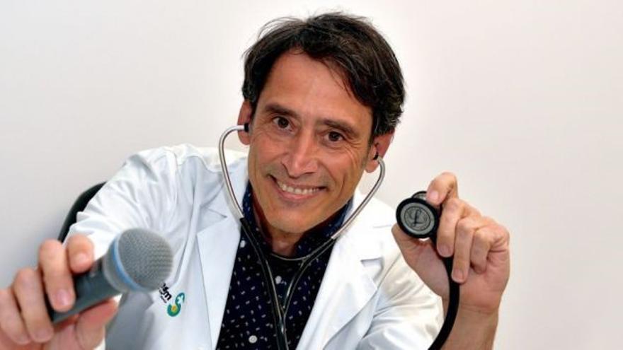 """Javier Viñas, jefe de Cardiología en el Hospital de Cuenca: """"La música me alivia las tensiones del hospital"""""""
