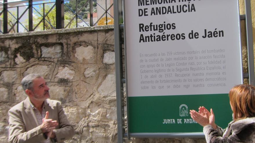 La Junta recuerda a las víctimas del franquismo en el refugio antiaéreo de la Plaza de Santiago de Jaén