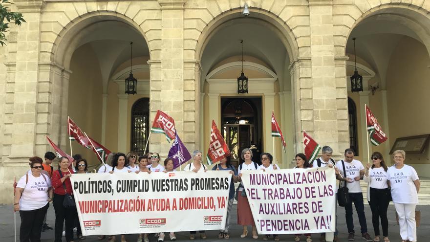Manifestación delante del Ayuntamiento de Sevilla