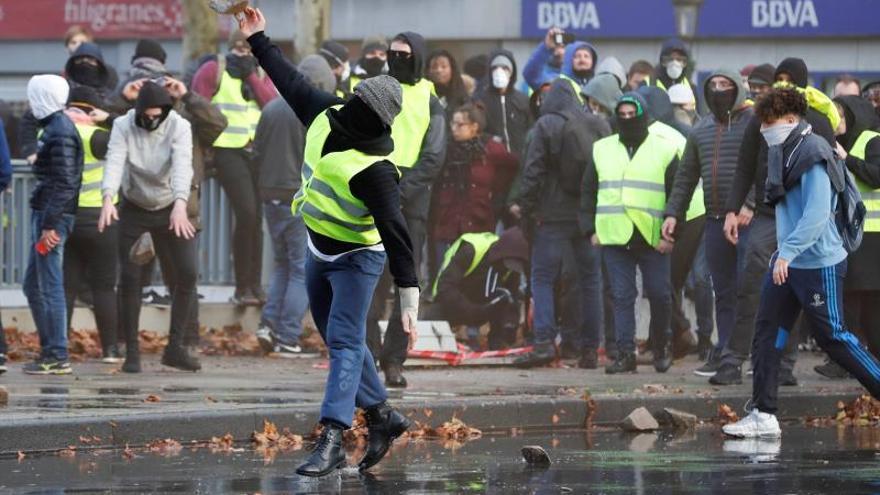 """Diez detenidos en una manifestación de los """"chalecos amarillos"""" en Bruselas"""