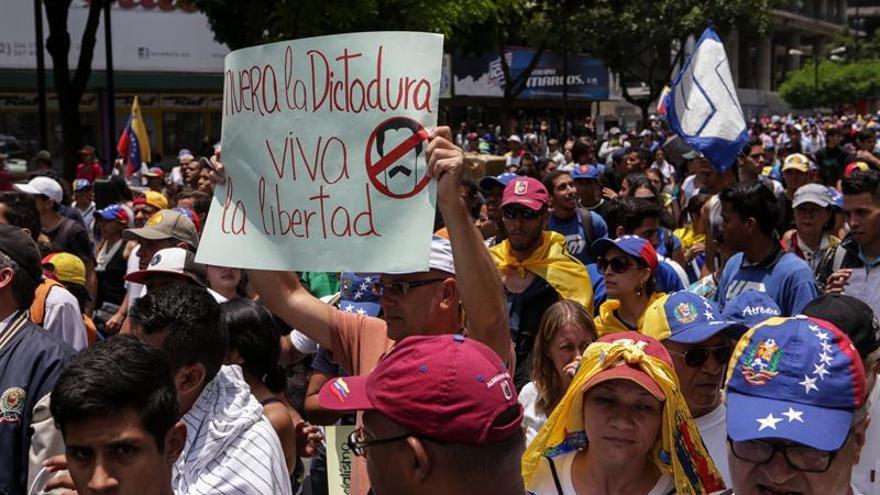 La oposición venezolana convoca a 3 manifestaciones para continuar con las protestas