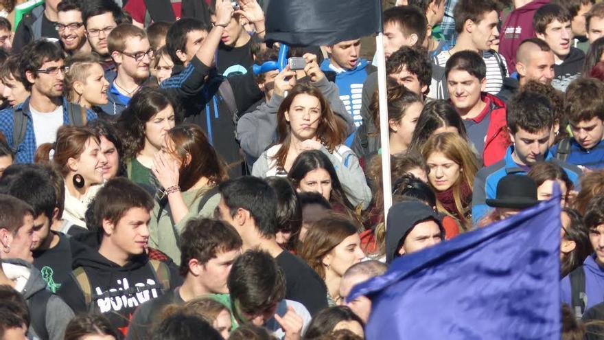 Estudiantes convocados por Ikasle Abertzaleak en una manifestación celebrada el pasado mes. (foto cedida por Ikasle Abertzaleak)