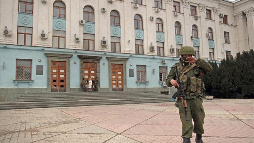Soldados armados se han desplegado por Crimea