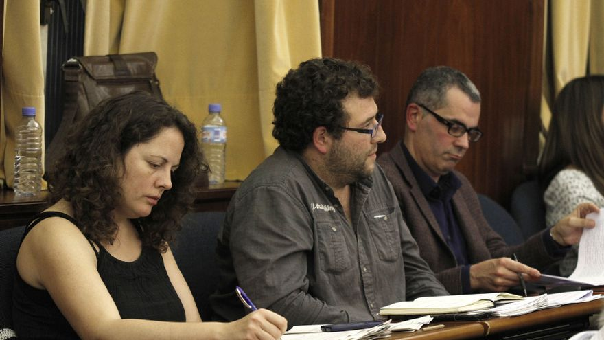 Tatiana Yáñez Barnuevo, Antonio Mantecón y Miguel Saro, integrantes del Grupo Mixto en Santander.   Román García