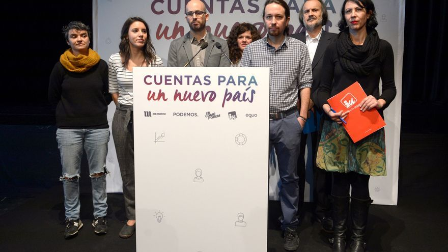 De derecha a izquierda: Eva García Sempere, Miguel Anxo Fernán-Vello, Pablo Iglesias, Sofía Castañón, Nacho Álvarez, Irene Montero y Lucía Martín.