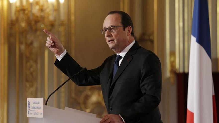 """Hollande afirma que su viaje a Moscú busca alcanzar """"un acuerdo global"""""""