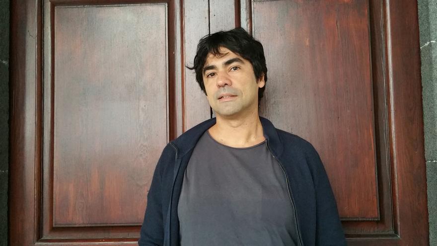 Juvenal Machín es informático, poeta y músico. Foto: LUZ RODRÍGUEZ.