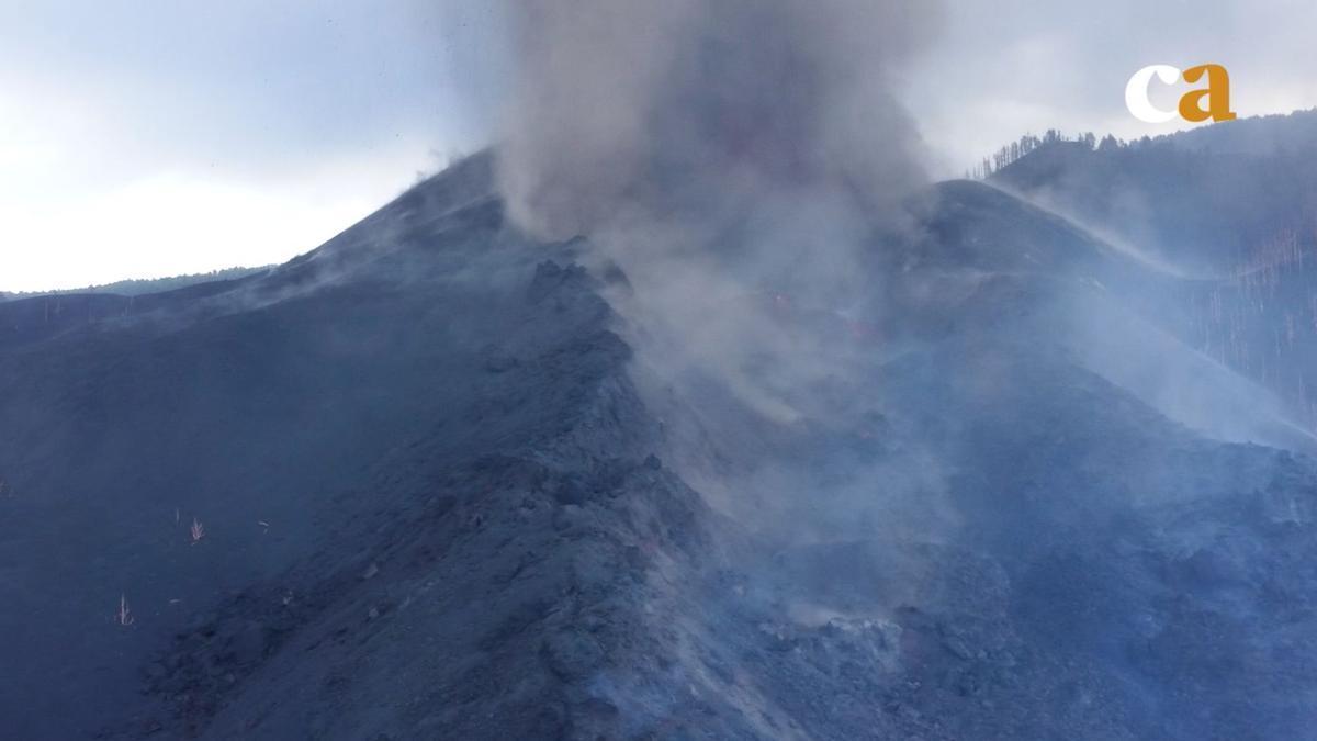 Boca principal del nuevo volcán en La Palma