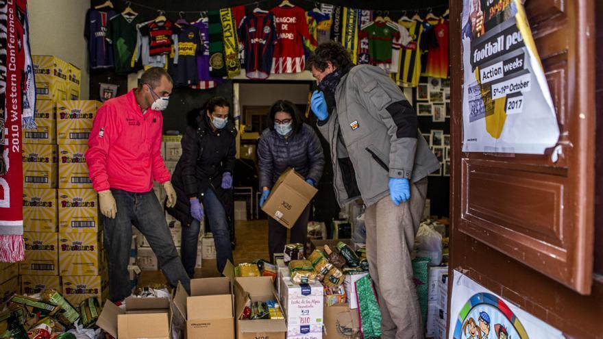 Banco de alimentos organizado por una organización vecinal de Lavapiés (Marta Maroto)