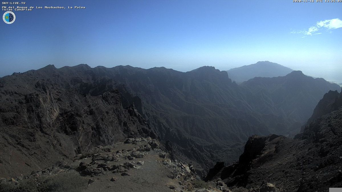 Cumbres de La Palma con calima