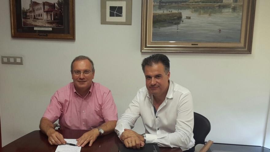 Salomón Martín (PSOE) y Francisco Ortiz (PRC) en el Ayuntamiento de Astillero.
