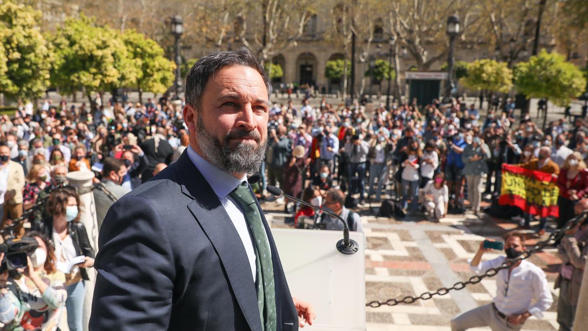 El presidente de Vox, Santiago Abascal, en un acto en la Plaza Nueva de Sevilla.