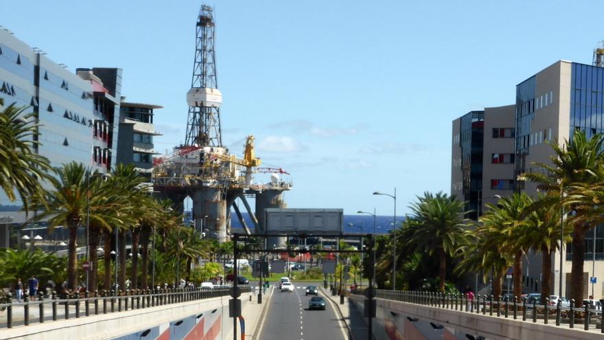 Plataforma petrolífera en el puerto de Santa Cruz de Tenerife