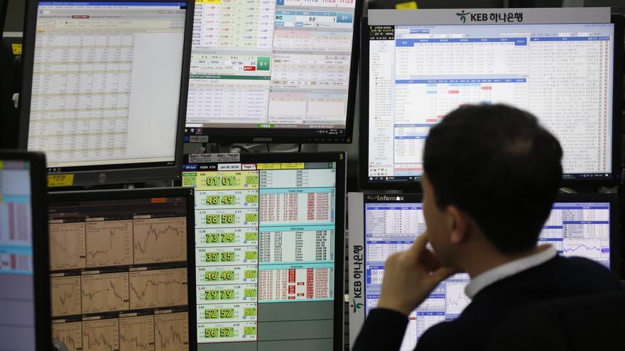 La pandemia tumba por cuarta jornada consecutiva a Seúl, que cae un 0,52 %