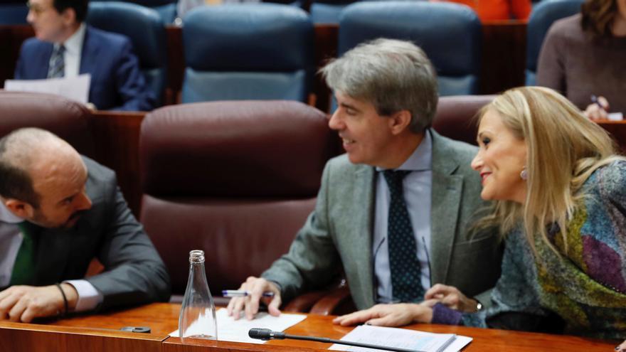 Cristina Cifuentes, Ángel Garrido y Pedro Rollán en la Asamblea de Madrid en 2017. / Efe