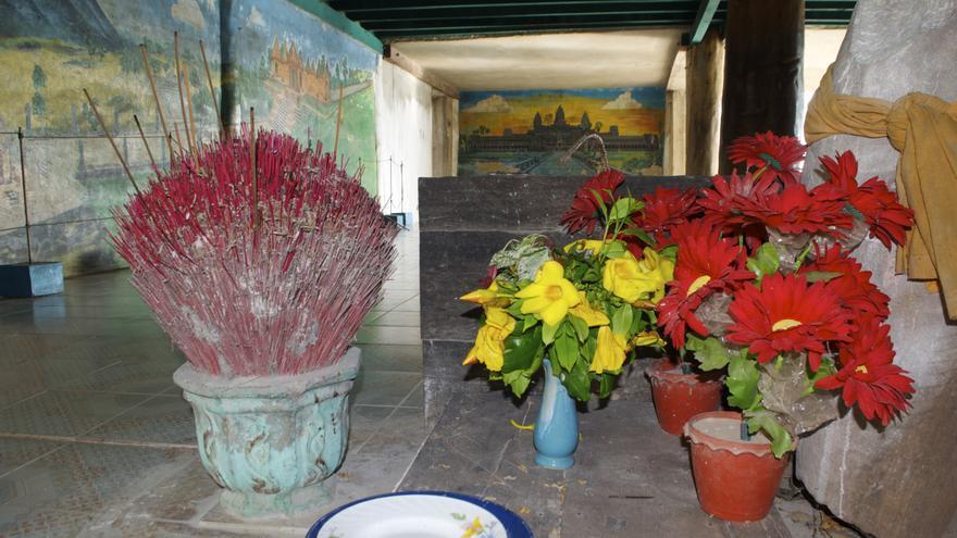 "Flores e incienso homenajean a Ta Mok, ""El Carnicero"" del régimen de los  Jemeres Rojos"