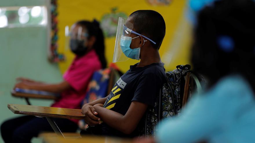 Pocas escuelas reabren en Panamá tras más de un año cerradas por la pandemia