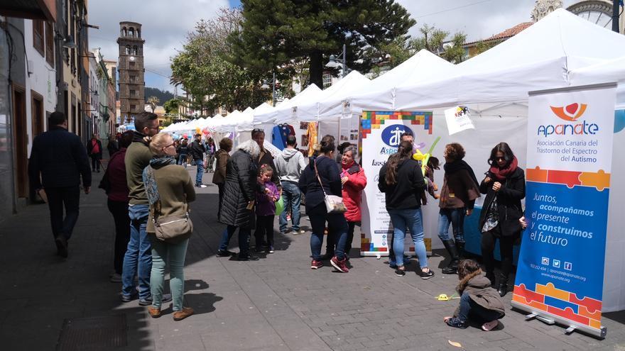 Imagen de este sábado con los estands ubicados en la zona de la Concepción, en el centro de La Laguna