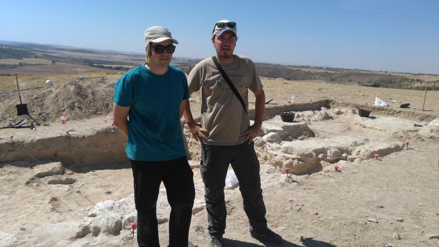 Los arqueólogos Emilio Gamo y Javier Fernández