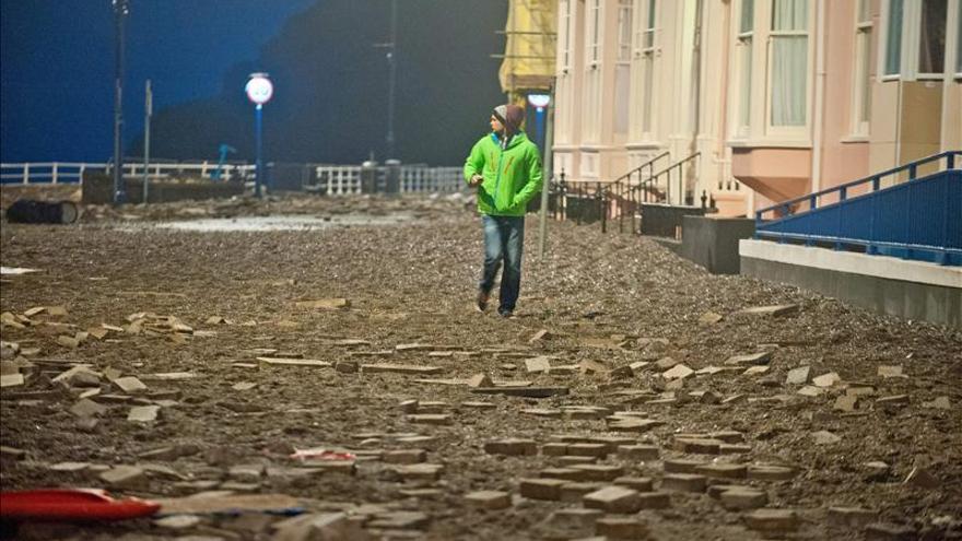 Continúan las alertas por inundaciones en el Reino Unido