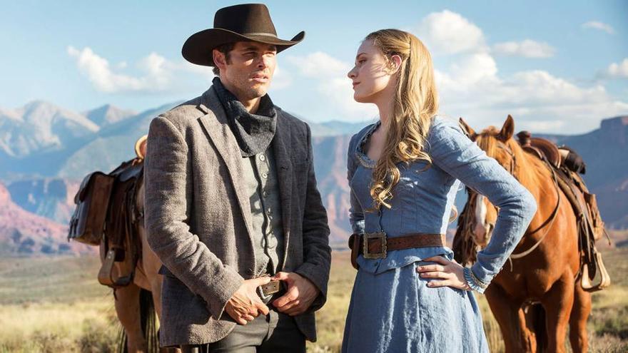 Teddy y Dolores, dos de los anfitriones del parque temático 'Westworld'