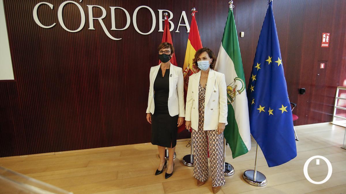 La directora de la Guardia Civil, María Gámez, y la presidenta de la Comisión de Igualdad del Congreso de los Diputados, Carmen Calvo