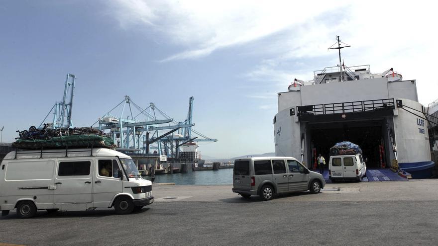 Los barcos en la ruta del Estrecho alcanzan máxima ocupación en el puente del Pilar