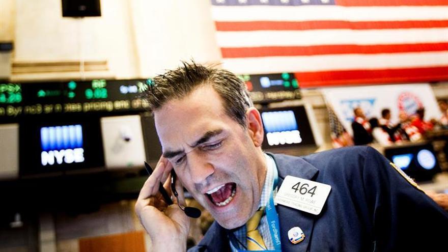 Wall Street abre con fuertes pérdidas y el Dow Jones cae un 0,73 %