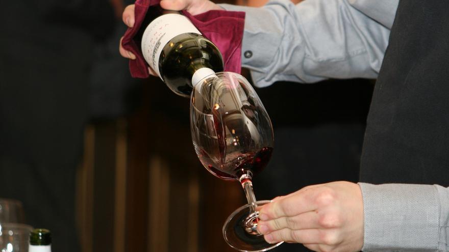 La UE eleva hasta el 70% su aportación en programas de apoyo al vino y permitirá anticipos para destilación y almacenaje