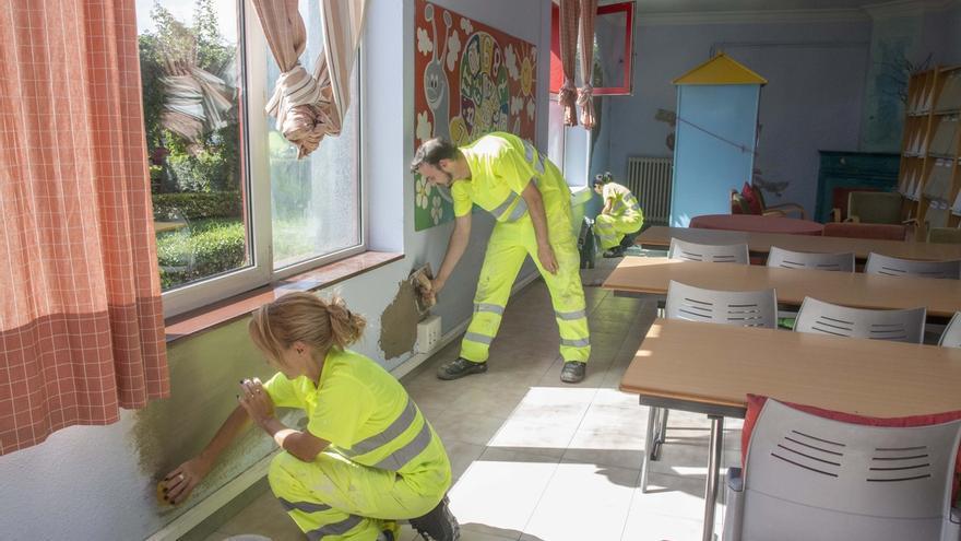 El Ayuntamiento realiza labores de mantenimiento en La Vidriera