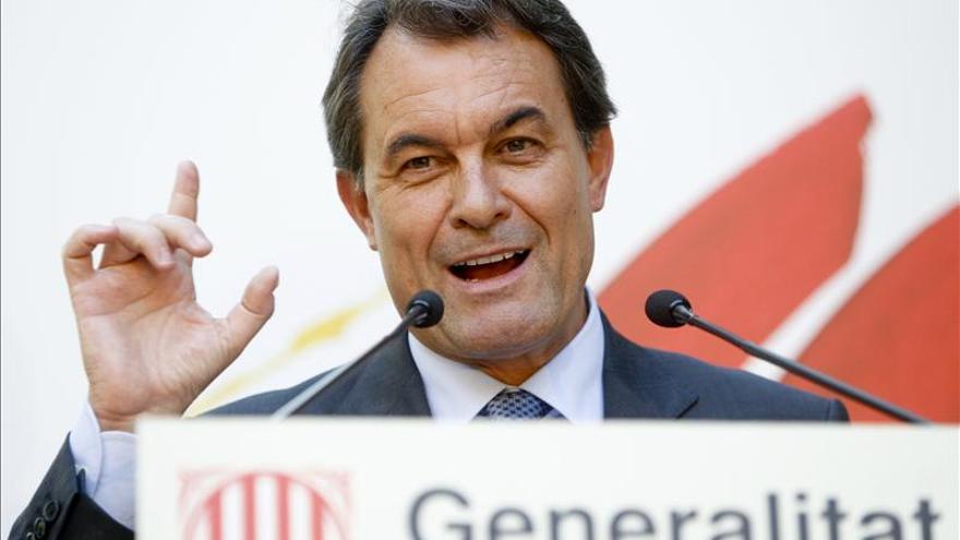 Cataluña suspende dos meses la entrada de beneficiarios a las prestaciones para residencias
