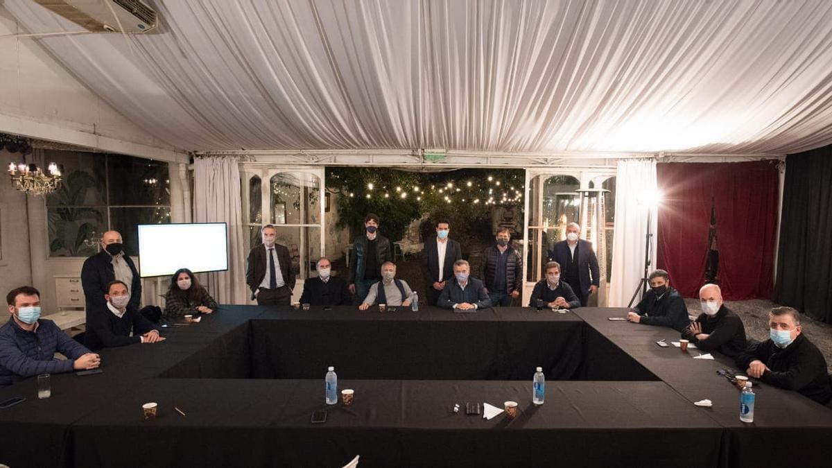 Entre los presentes estuvieron el ex presidente Mauricio Macri; el jefe de Gobierno porteño, Horacio Rodríguez Larreta; el titular de la UCR, Alfredo Cornejo; y el referente del Peronismo Republicano Miguel Ángel Pichetto.