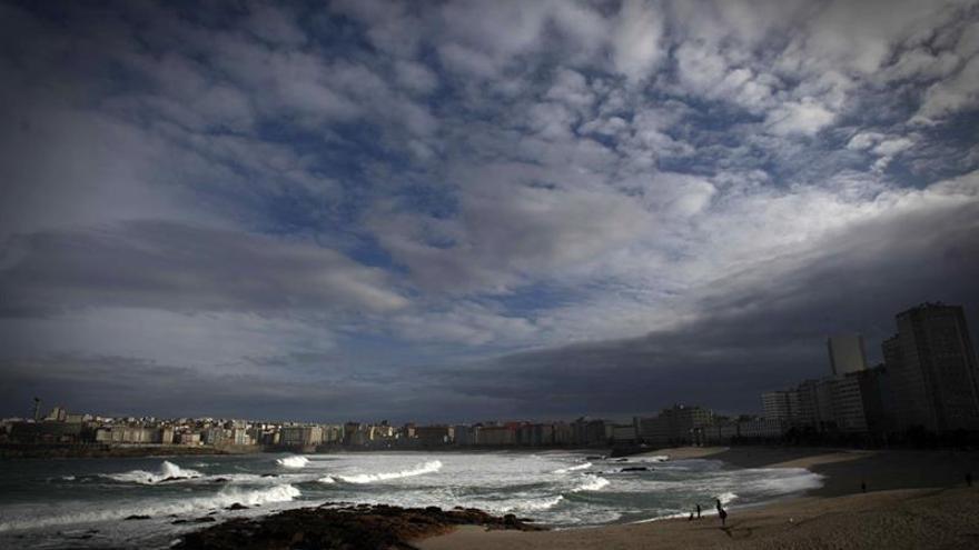 Veintiuna provincias en alerta por lluvia, rachas de viento o fuerte oleaje