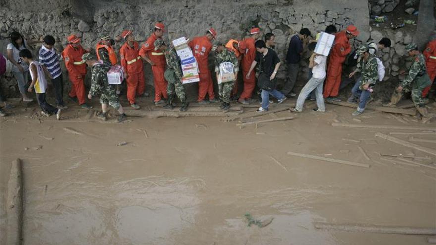 Un deslizamiento de tierras deja 21 muertos y 16 desaparecidos en China