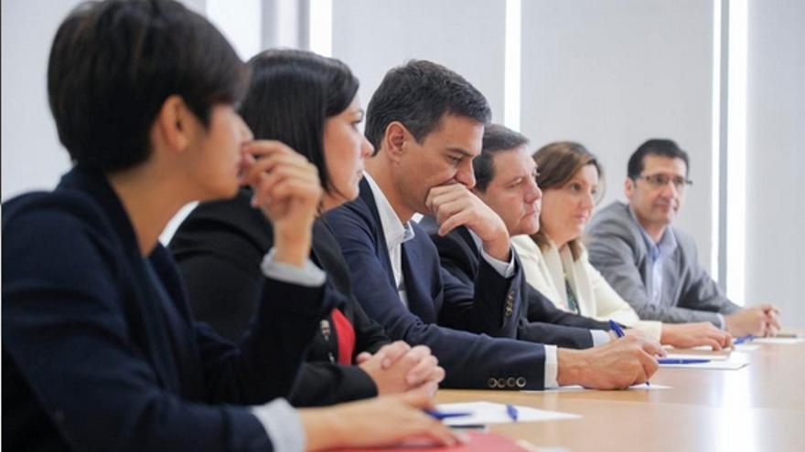 Pedro Sánchez y Emiliano García-Page en su reunión con Comité Empresa Elcogas / PSOE