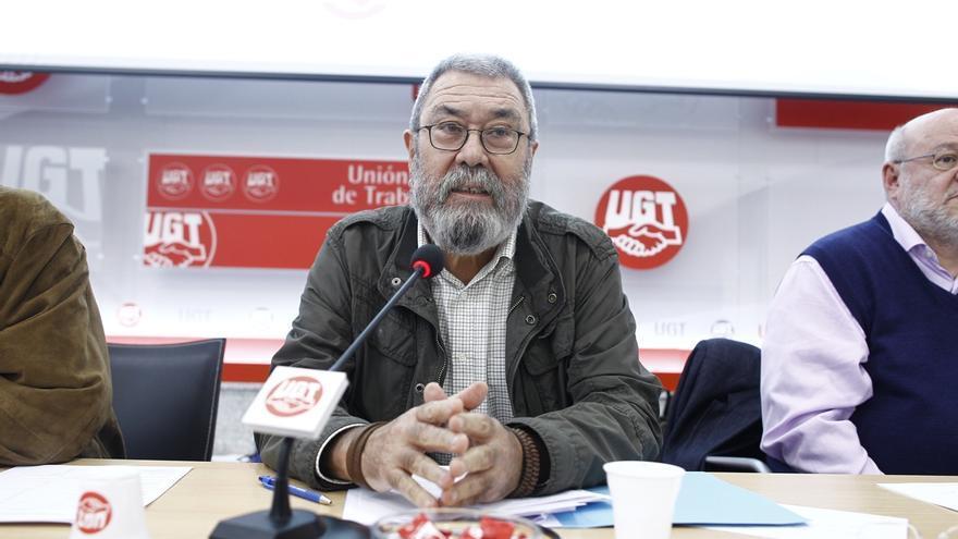 """Méndez (UGT) advierte a Rajoy de que """"no puede delegar en la Fiscalía"""" la resolución del """"problema político"""""""