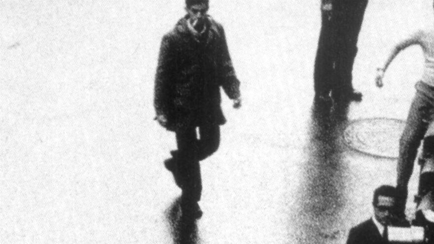 Detención durante una manifestación en la Plaza del Ayuntamiento de Valencia en la década de 1970