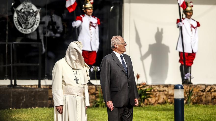 El Papa Francisco junto al presidente de Perú, Pedro Pablo Kucyznski. Leandro Britto. Foto cedida por el periódico Correo del Perú