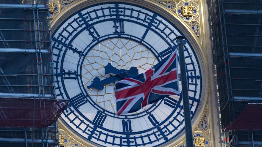 Vista del Big Ben con la bandera nacional, la Union Jack, en Westminster, Londres, Reino Unido el 1 de enero, el primer día tras la salida del Reino Unido de la Unión Europea tras el brexit.