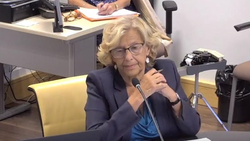 """Carmena insiste en que """"no hay imputación"""" de Mayer y Sánchez Mato y el PP en los ceses por """"dignidad política"""""""
