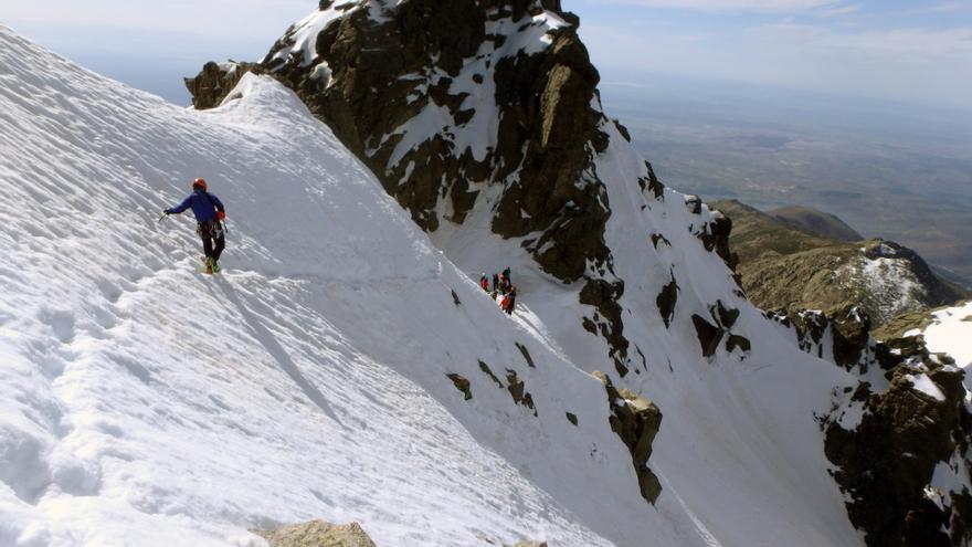 Ruta 'Normal' al Almanzor y descenso hacia la Portilla del Crampón.
