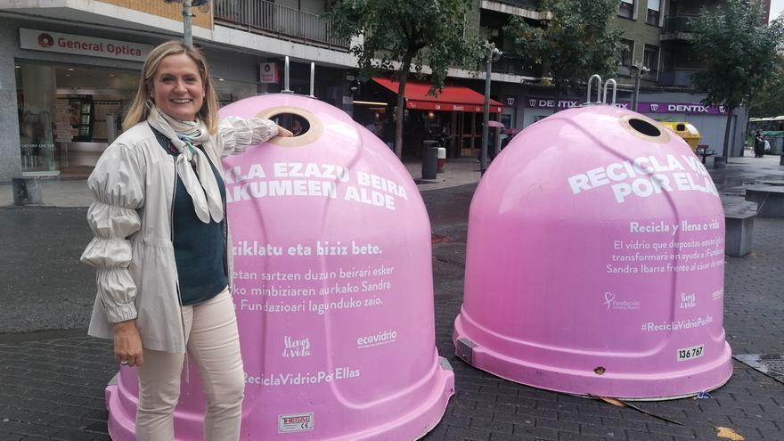 Barakaldo inicia una campaña de reciclaje de vidrio para ayudar a las mujeres que padecen cáncer de mama