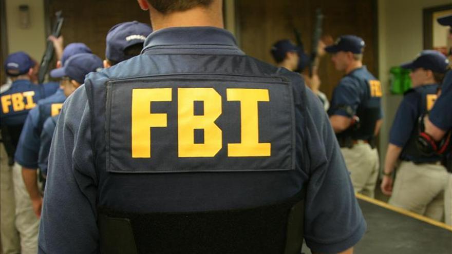Un exagente del FBI es condenado a tres años por filtraciones a la agencia AP