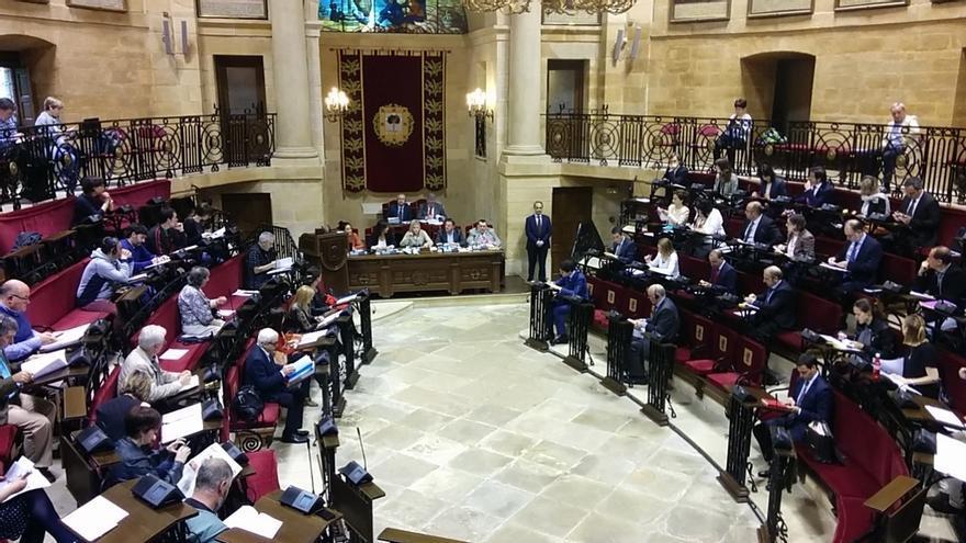 """Las Juntas de Bizkaia abogan por """"eliminar el trato discriminatorio"""" por orientación sexual en la administración"""