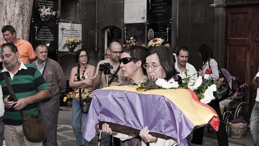 100320_MEMORIAL A LOS FALLECIDOS DEL POZO DEL OLVIDO_154.JPG