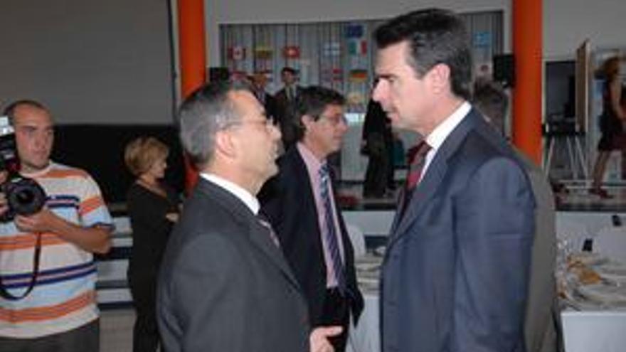 Paulino Rivero y José Manuel Soria, presidente y vicepresidente del Gobierno de Canarias. (CANARIAS AHORA)