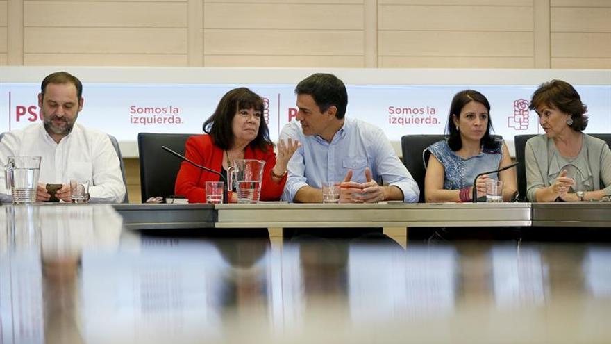 """El PSOE pide a Cs que diga """"cómo piensa pagar las pensiones"""" si se baja el IRPF"""